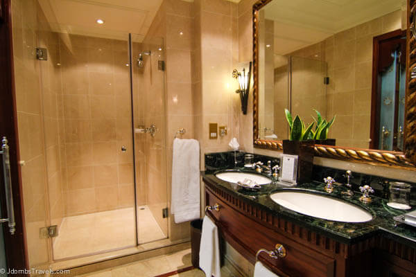 10 reasons to love the ritz carlton dubai jdomb 39 s travels for Bathroom designs dubai