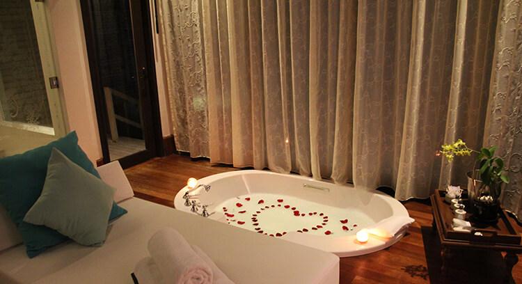 Romantic bath at Anantara Kihavah Villas Maldives