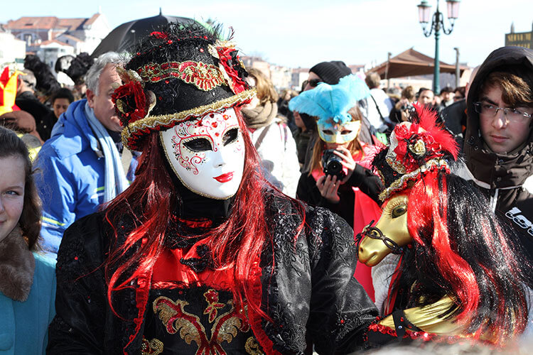 The white Batua Venice Carnival mask