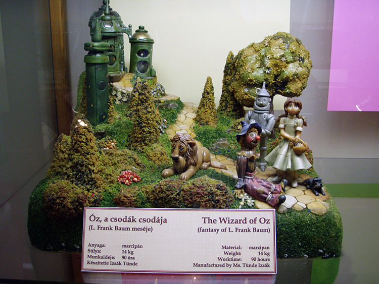 A scene from the Wizard of Oz in marzipan