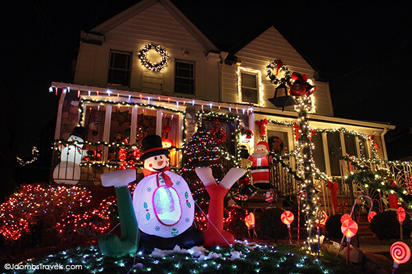 Dyker Heights Brooklyn Christmas Lights.Dyker Heights Christmas Lights Tour Luxe Adventure Traveler
