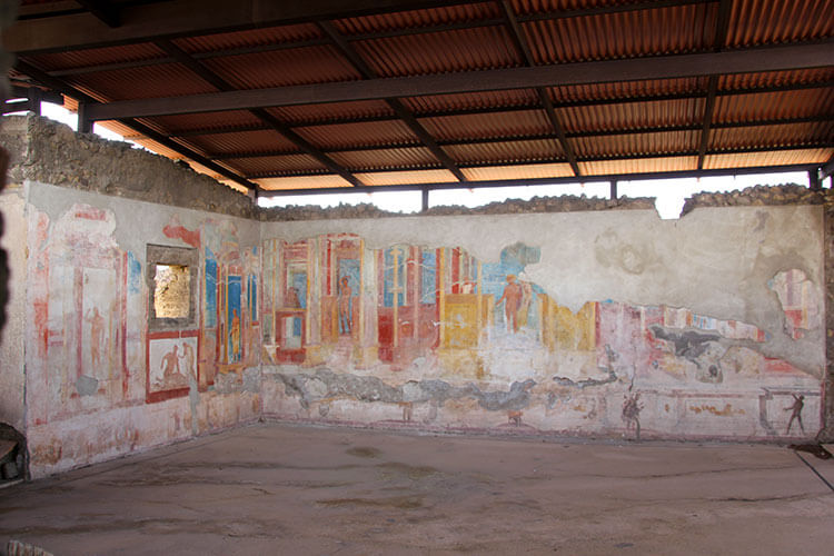 Large frescoes decorate two walls of the House of Anient Hunt and are fairly well preserved in Pompeii