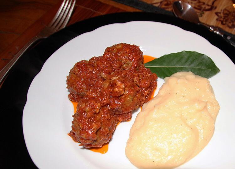 Viator Trastevere Walking Tour and Villa Dinner