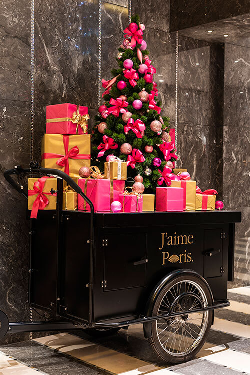 A Christmas tree decorated in pink and gold at the Mandarin Oriental Paris