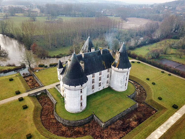 Aerial photo of Chateau des Bories in the Perigord
