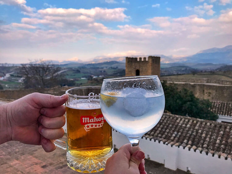 Clinking a beer and a gin and tonic on a terrace in La Ciudad