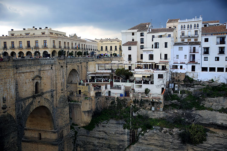 El Mercadillo, the New Town, is clustered around the Puente Nuevo bridge