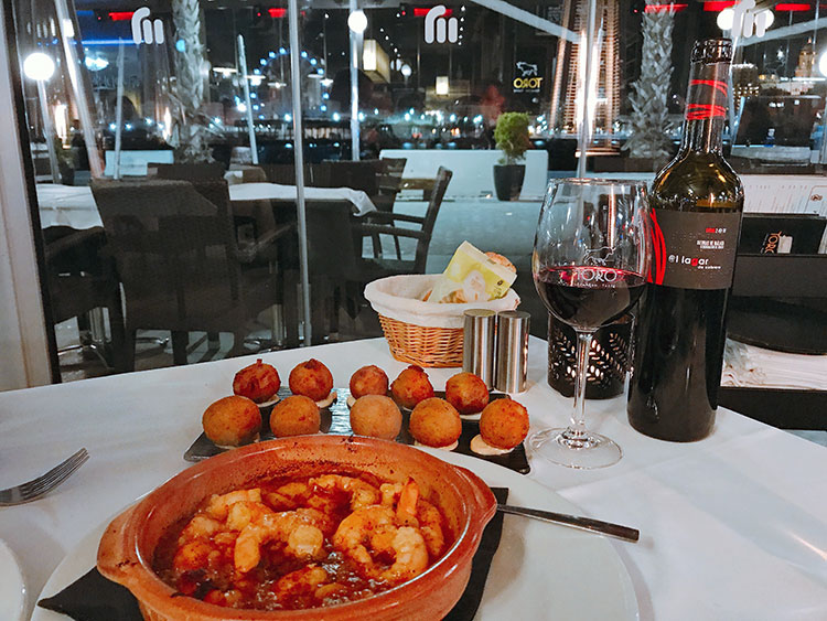 Prawns, croquettes and a bottle of wine at Torro Muelle Une
