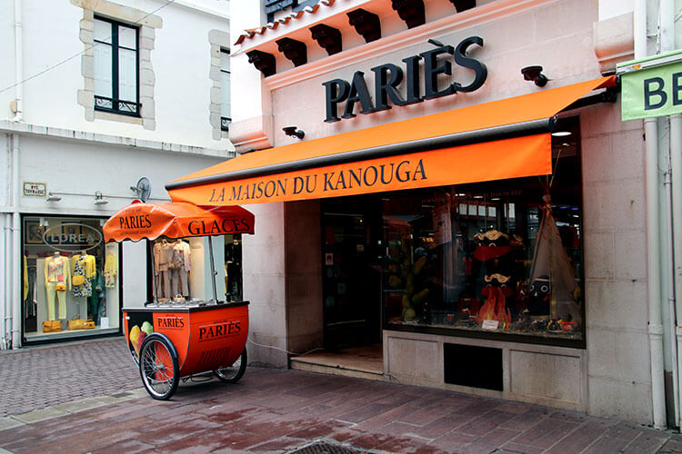 Exterior of Pariès flagship shop in Saint-Jean-de-Luz