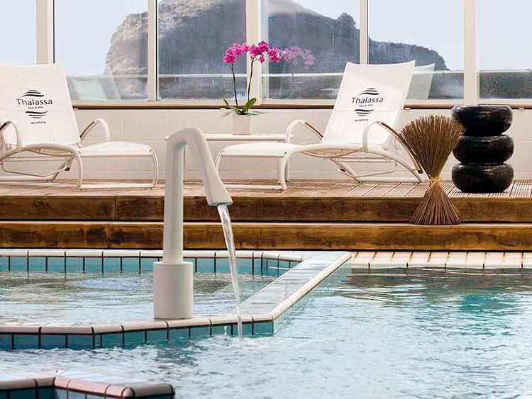 The spa pool sits right on the cliff edge with a view of the ocean