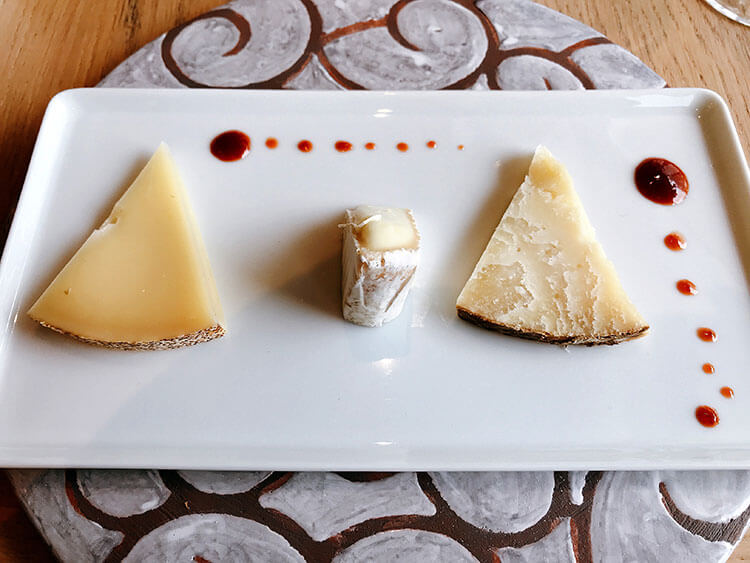 Three Basque cheeses with Espelette jam