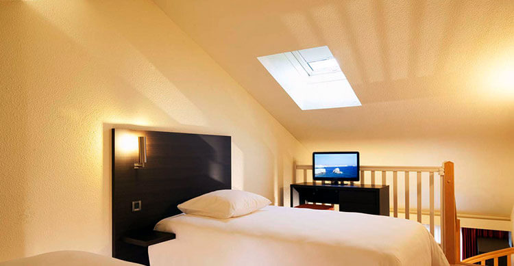 The loft bedroom of the duplex rooms at Escale Oceania Biarritz