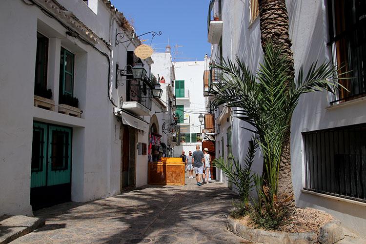 Inside the maze of white washed streets in Dalt Vila