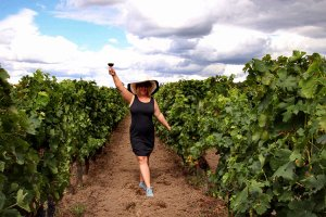 How to Pack for a Summer Trip to Bordeaux, France