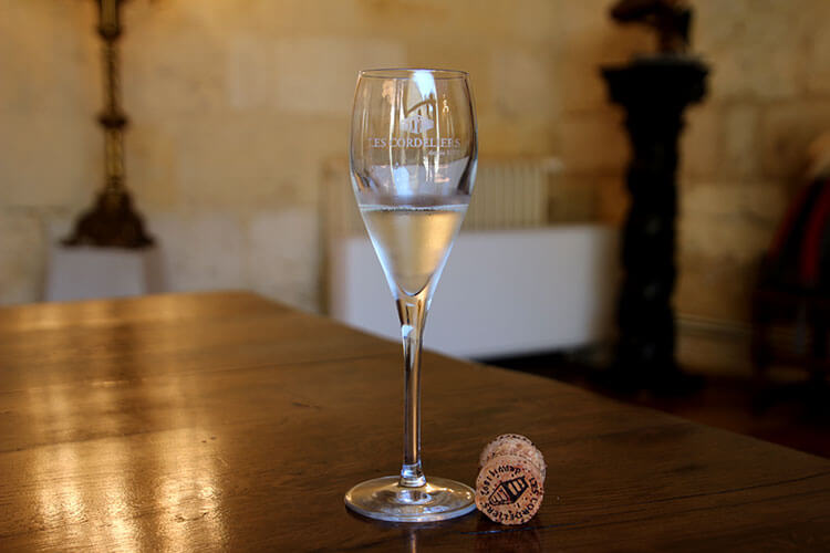 A glass of Les Cordliers white AOC Crémant de Bordeaux