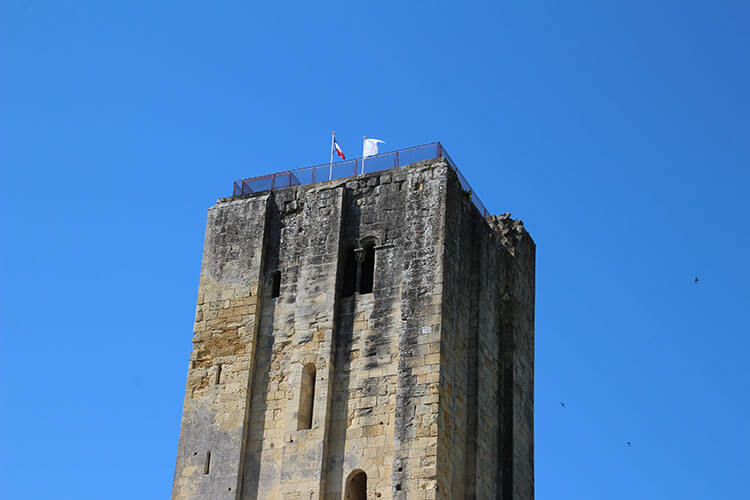 The French and Jurade flags fly atop the King's Keep