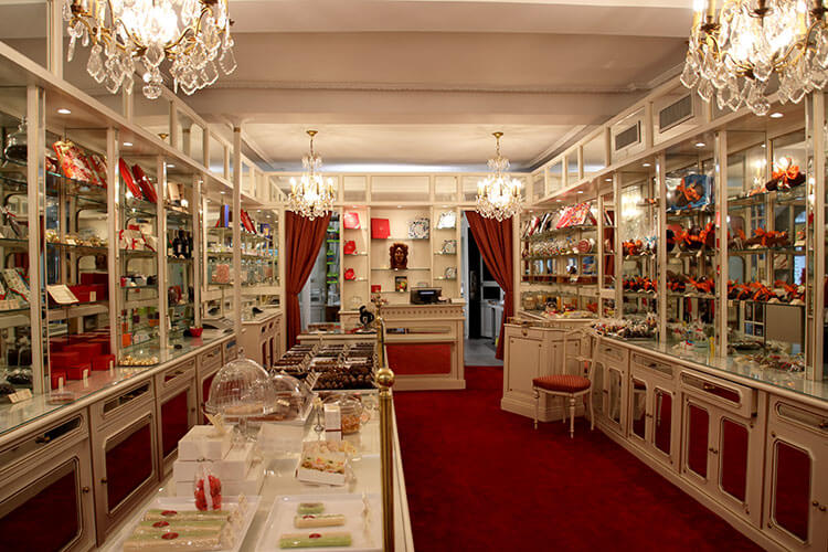 The inside of the tiny chocolatier Daranatz which looks like a room of a palace from the 18th century