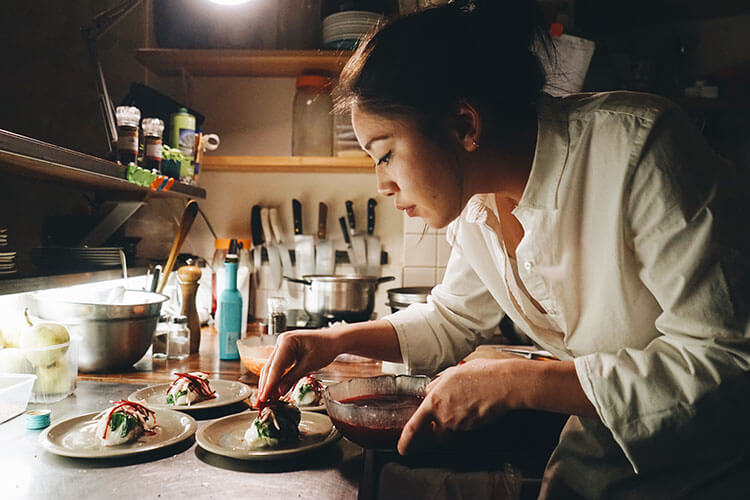 Master Chef France 2015 Winner Chef Khanh Ly Hyunh preparing her neobistrot plates at The Hood