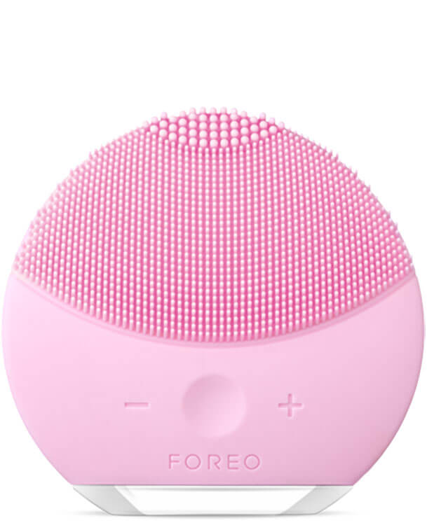 The FOREO LUNA Mini 2 in pink