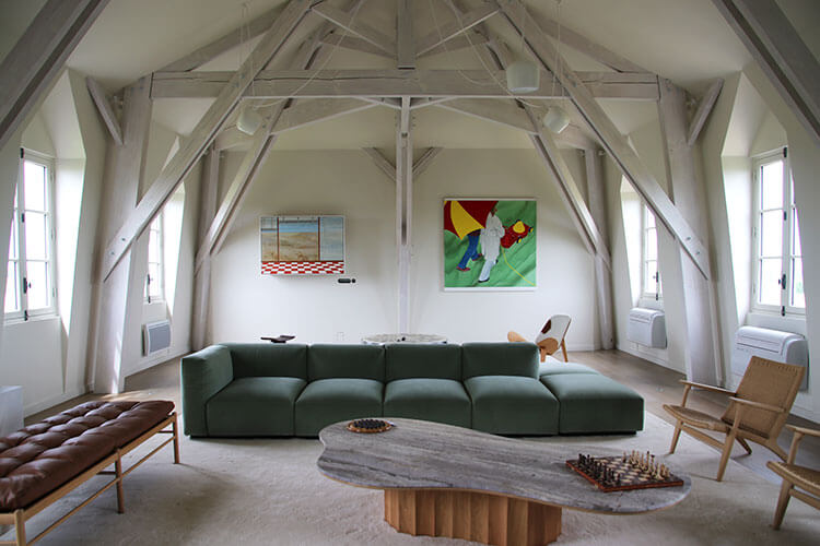 A large loft has games and a flat screen tv for watching movies at Château Malescasse